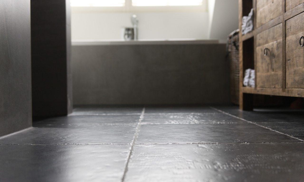 Betonlook tegels badkamer Nijkerk - Ouwendorp Tegels